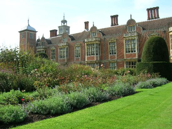 File:Blickling-hall-norfolk.jpg