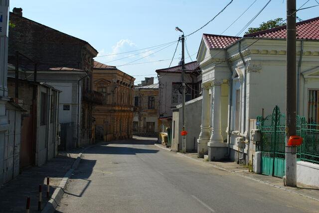 File:RO OT Slatina old city street 2.jpg