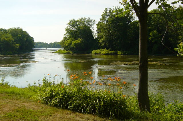 File:Maumee River.jpg
