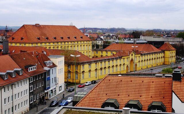 File:800px-Neuer Graben-Schloss Osnabrueck.jpg
