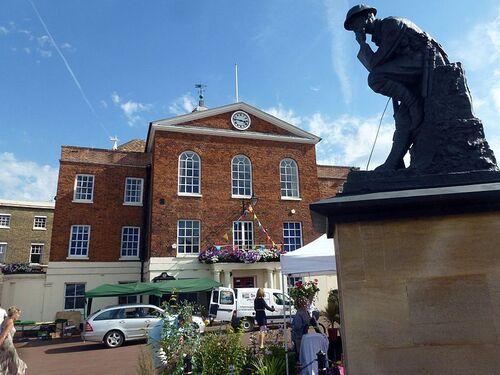 800px-Cmglee Huntingdon town hall war memorial