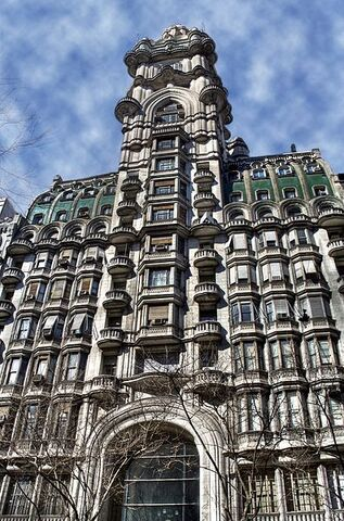 File:Buenos Aires - Avenida de Mayo - Palacio Barolo - 2006.jpg