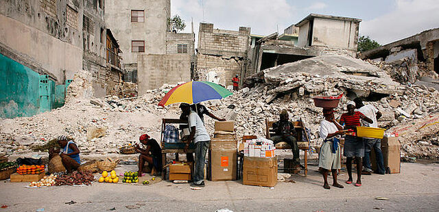 File:Port au prince earthquake traders z 53384.jpg
