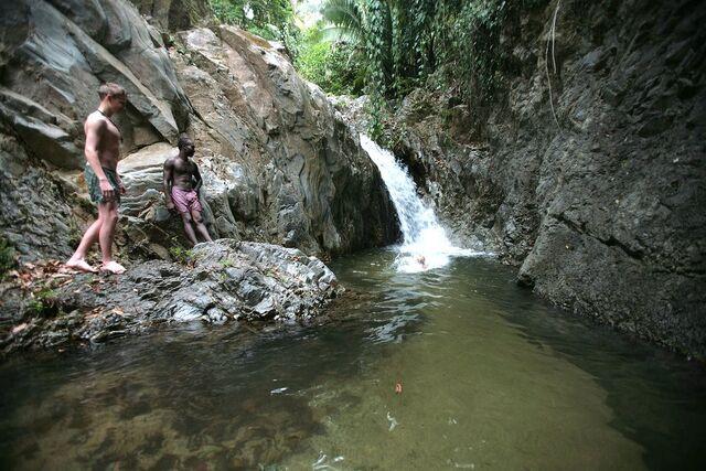 File:Waterfall outside Trujillo.jpg
