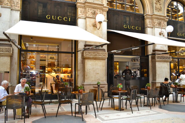 File:Cafe outside Gucci in Milan.jpg