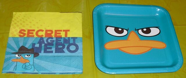 File:Hallmark 7 inch Perry face plate and napkin back.jpg