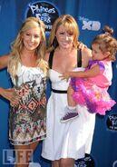 Ashleywithjennifer&herdaughter