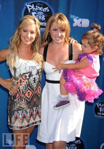 File:Ashleywithjennifer&herdaughter.jpg