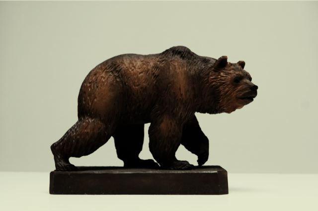 File:Bear wood carving.jpg