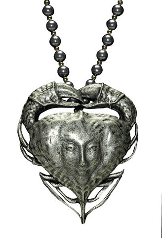 File:Tia Dalma-Necklace.jpg