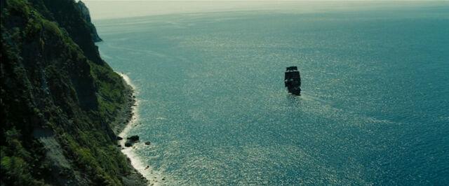 File:ShipwreckSideview.jpg