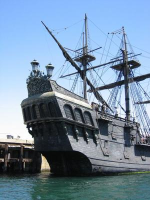 File:Black-pearl-pirate-ship.jpg