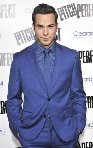 File:Skylar-astin-la-premiere-pitch-perfect-02.jpg