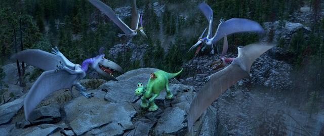 File:Pterodactyls (The Good Dinosaur).jpg