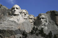 284px-Dean Franklin - 06.04.03 Mount Rushmore Monument (by-sa)-3 new
