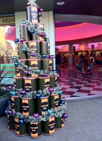 File:Cars Land Motor Oil Christmas Tree.png