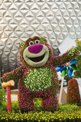 File:Lotso Topiary.JPG