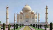 800px-Taj Mahal 2012