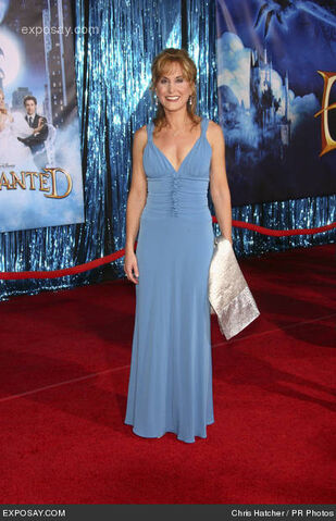 File:Jodi-benson-enchanted-world-premiere-C3Eoic.jpg