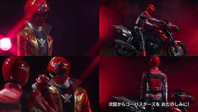 File:Red Senshi Handover- Gokaiger - Go-Busters.jpg