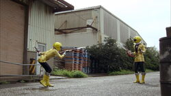 Gokai Yellow vs Gokai Yellow