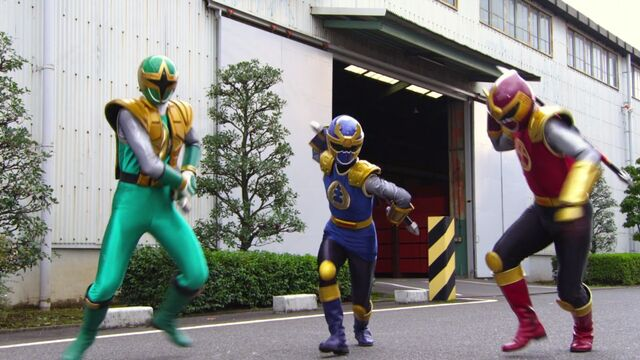 File:Shurikenger & the Gouraigers.jpg
