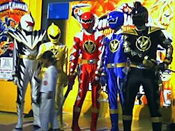 File:251px-Power-Rangers-at-South-Mall.jpg