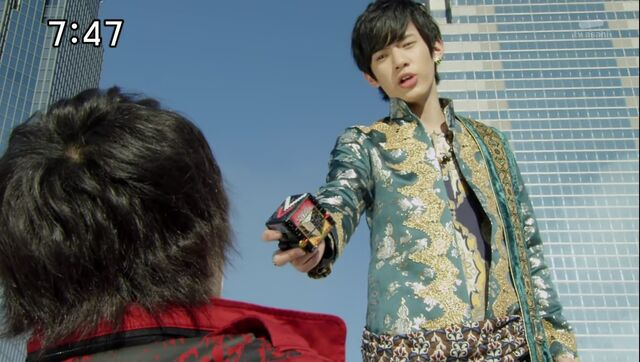 File:Tusk gives Yamato his Zyuoh Changer.jpg