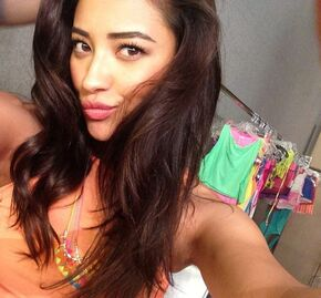 Shay Mitchell perf-3