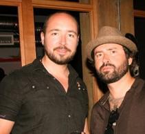 Archivo:Sabourin alongside fellow Goldtooth Creative audio director Tyler Weiss.jpg