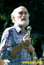 Ram Das lecture at the 3 day Nambassa Music & Alternatives festival, New Zealand 1981. Phtographer Michael Bennetts