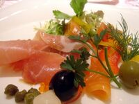 Salade de jambon cru et saumon fume