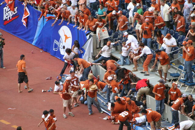 File:Partial stadium collapse at Big12 college football championship - 2005.JPG