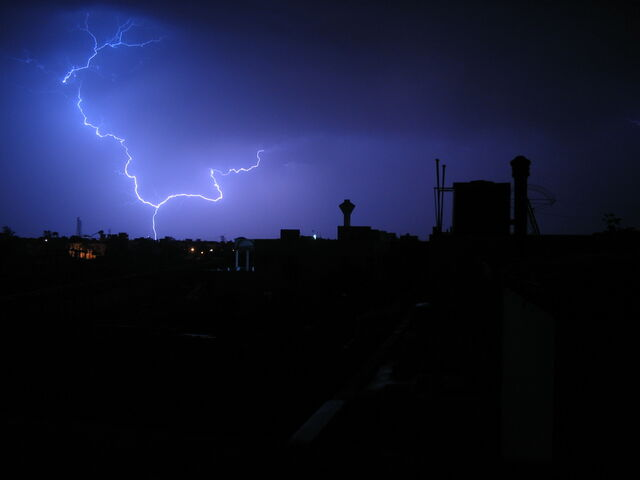 File:Lightning Cloud to Ground.jpg