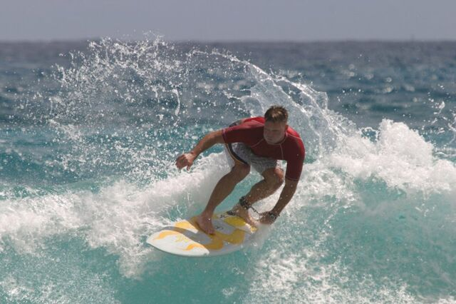File:Surfing in Hawaii.jpg
