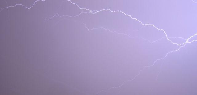 File:Lightning.jpg