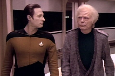 Arquivo:Data e Leonard McCoy.jpg