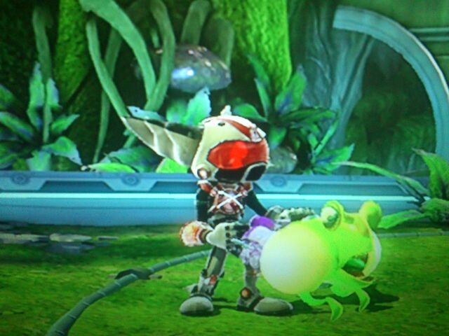 File:Ratchet holding Alpha Sonic Eruptor - Full Frontal Assault.JPG