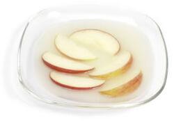 ApplesInAcidulatedWater