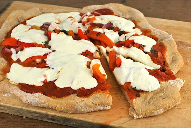File:Red-pepper-and-onion-pizza.jpg