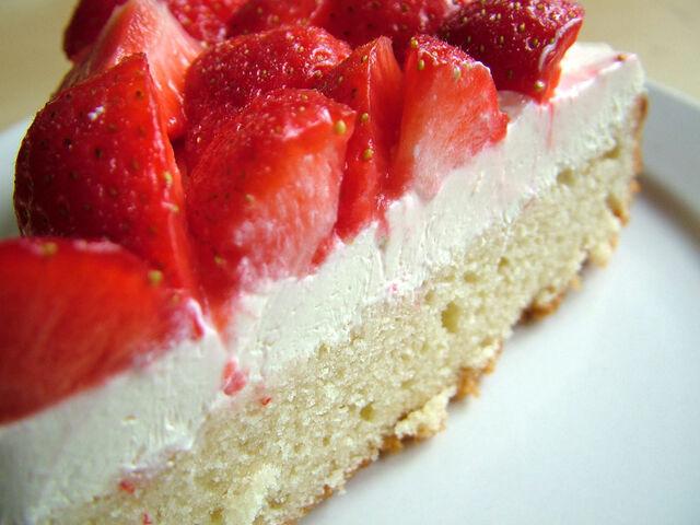 File:Strawberry-sponge-cake-blog.jpg