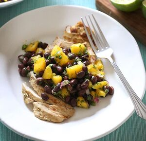 Grillled-chicken-with-mango-and-black-bean-salsa