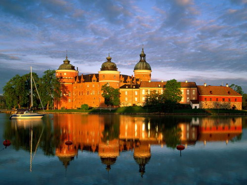 File:GripsholmCastleInSweden.jpg