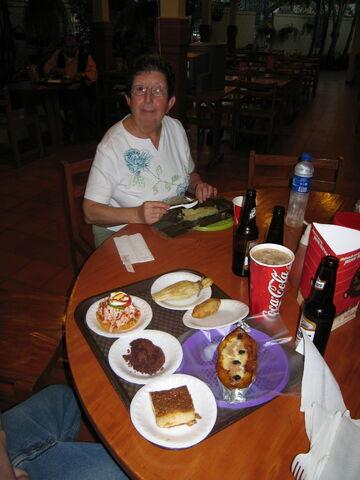 File:El Salvador comida tipica.jpg