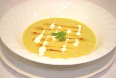 File:Golden Cauliflower-Curry Soup.jpg