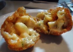 Mac-n-cheese-balls-600x450