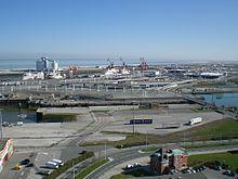 File:220px-Zone portuaire calais phare.jpg