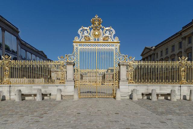 File:Château de Versailles - grille royale 01.jpg