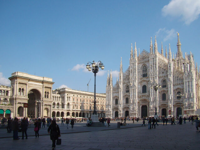 File:1024px-Milano piazza Duomo.jpg