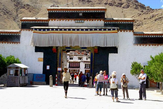 File:Entrance to Tashilhunpo Monastery.jpg